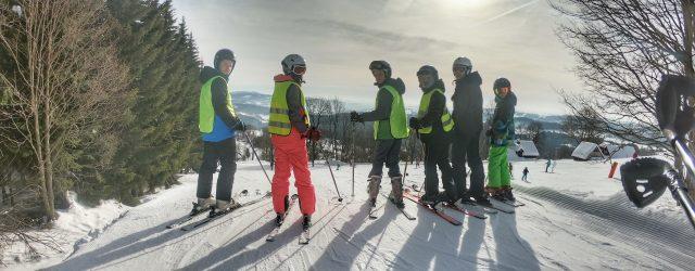 V Pasekách nad Jizerou vládne zima pevnou rukou! Užili jsme si parádní týden v zasněženém kraji na ideálně upravených sjezdovkách s naprosto dokonalou partou spolužáků, učili jsme se na sjezdovkách, […]