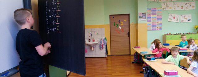 Po roce si mohli naši starší žáci z 2.stupně opět vyzkoušet roli učitelů. U příležitosti mezinárodního dne učitelů si skupinky 2-3 žáků – učitelů připravily hodinu v některé třídě na […]