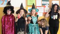 Čarodějnic máme ve škole mnoho, ale jen některé měli ve středu 30.4. odvahu přilétnout na koštěti bez nalíčení a složitých ranních úprav 🙂