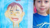 Dnes jsme při hodině výtvarné výchovy malovali každý svého kamaráda. Jak se nám to povedlo a zda jsme si opravdu podobní i na obrázku posuďte sami. Druháci