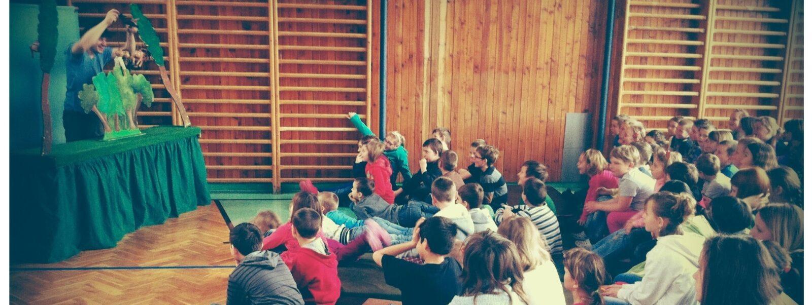 Loutkové divadlo u nás ve škole.
